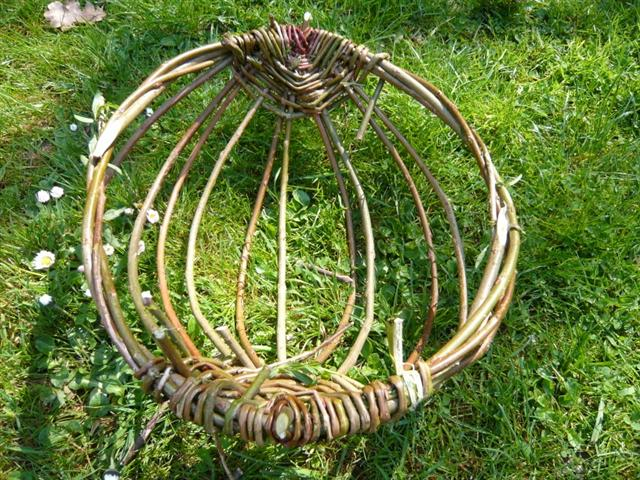 Willow Basket Weaving How To : Starting a rib basket for mungo laplander s natural lore