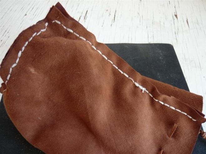 sewing (Medium)