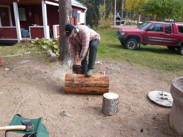 Ingvar cutting new chopping block (Small)