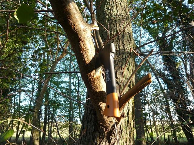 kevin warrington using fiskars hatchet (Small)