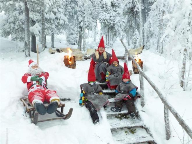santa and elves nattavaara