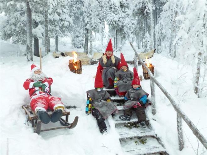 santa and elves nattavaara