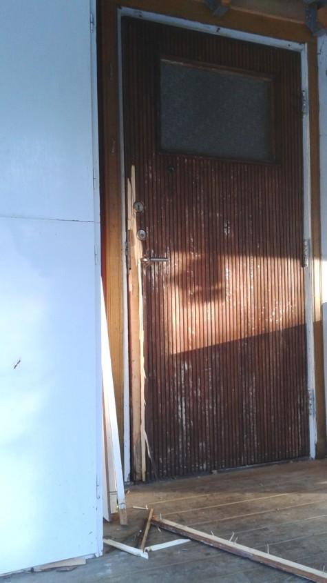 broken door-1