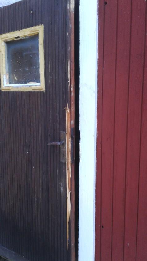 broken door-4