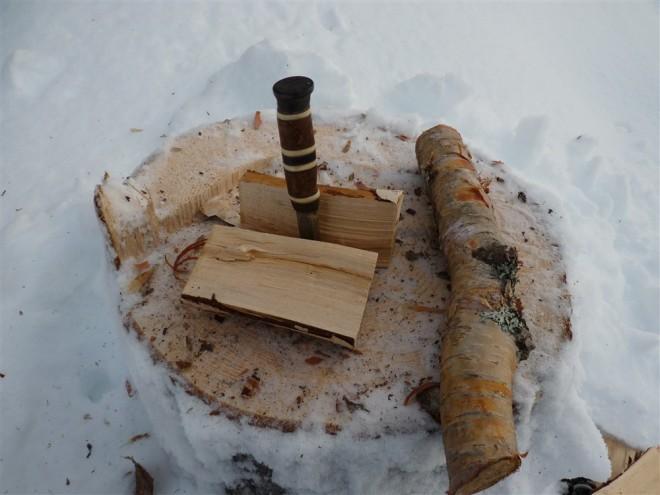 splitting-log-with-knife-6